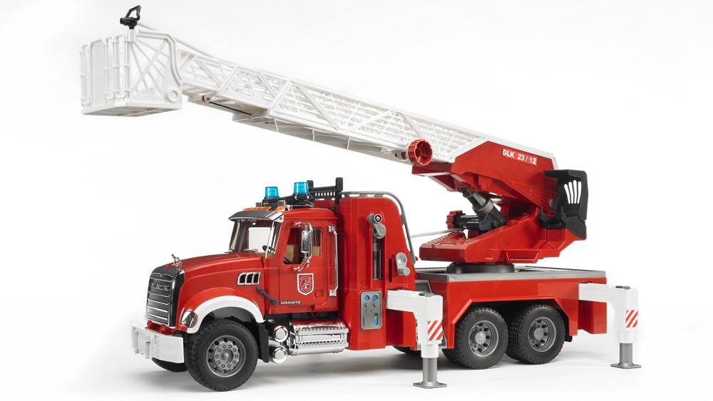 Bruder 1 16 Mack Granite Fire Engine W Water Pump
